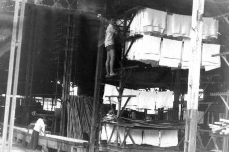 Một Nhà máy mủ tờ thời Pháp