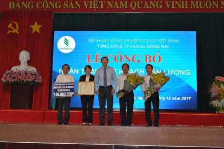 VRG khen thưởng 100 triệu đồng cho TCT CS Đồng Nai đã về trước kế hoạch 17 ngày