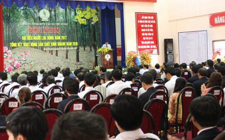 Các đơn vị kết hợp tổ chức hội nghị NLĐ với tổng kết SXKD. Ảnh: Phan Thắng.