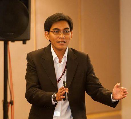 Tiến sĩ Trần Thanh thuyết trình tại hội nghị cao su quốc tế