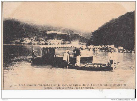 Một con thuyền của Dr Yersin đang làm dịch vụ tại Viện Paster Nha Trang.