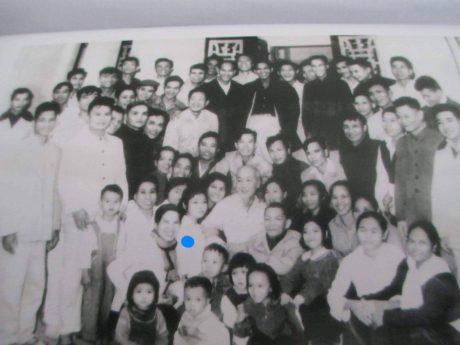 Bà Đỗ Thanh Tâm (Chấm xanh) được gặp Bác Hồ trong lần Bác về thăm và chúc Tết Ban tổ chức Trung ương Đảng Tết Ất Tỵ năm 1965