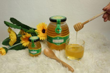 Mật ong thương hiệu RUBBER HONEY SLR được sản xuất theo quy trình nuôi ong sạch.