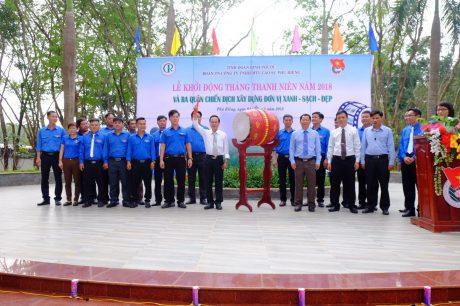 Ông Trần Thanh Phụng - Chủ tịch HĐTV Công ty đánh trống khởi động Tháng thanh niên