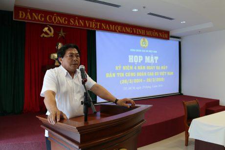 Ông Phan Mạnh Hùng, Chủ tịch CĐCS VN phát biểu tại buổi họp mặt