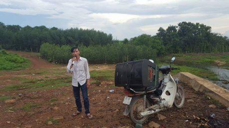 """Huỳnh Thanh Phong bên người bạn đồng hành là chiếc """"loa kẹo kéo""""."""