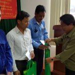 Tặng 180 suất quà cho CNLĐ Lào và Campuchia
