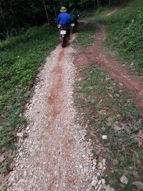 Từ nay người công nhân tổ 1 và tổ 2 thuộc Nông trường cao su Nậm Tăm có thể lên lô dễ dàng.