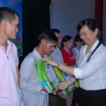 Tặng 30 suất quà cho công nhân Cao su Kon Tum