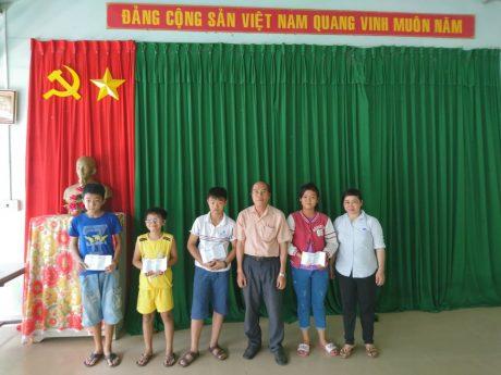 Ban Chỉ Huy đội thăm và tặng quà cho con công nhân lao động bị nhiễm chất độc da cam, dị tật bẩm sinh và bệnh hiểm nghèo tại NTCS Nhà Nai