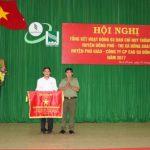 Cao su Đồng Phú đón nhận cờ thi đua của Bộ Công an