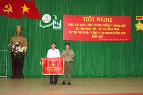 Công ty CPCS Đồng Phú đã vinh dự đón nhận cờ thi đua của Bộ Công an