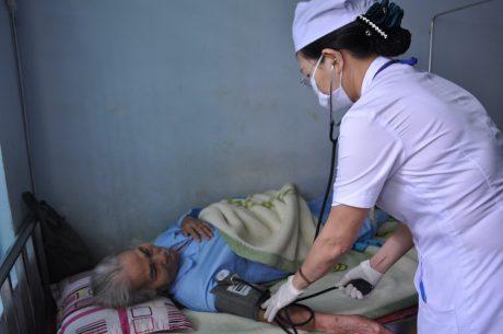 Đội ngũ y bác sĩ Bệnh viện Cao su Phú Riềng luôn cần mẫn, tận tâm với bệnh nhân.