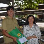Cao su Tây Ninh tặng quà công nhân tai nạn lao động