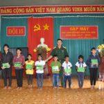 Công ty 75 tặng quà học sinh xuất sắc