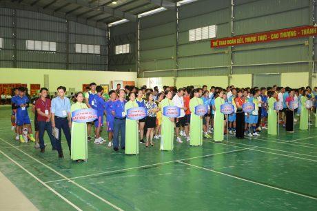 Các đoàn VĐV tham gia hội thao tại lễ khai mạc