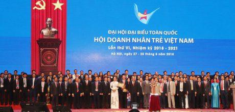 Toàn thể các uỷ viên Uỷ ban đã ra mắt Đại hội