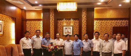 Lãnh đạo VRG tặng hoa chúc mừng ngài Yim Chaly -Phó Thủ tướng Chính phủ Hoàng gia Campuchia
