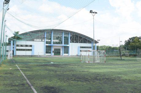 Nhà thi đấu đa năng tại Trường CĐ CN Cao su, nơi diễn ra lễ khai mạc hội thao
