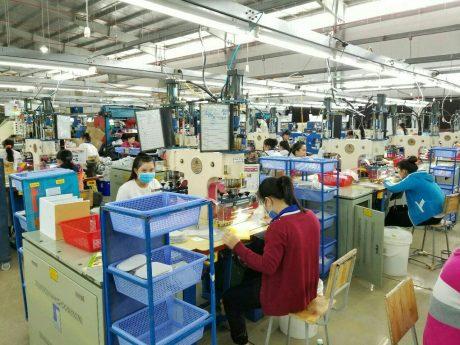 Dây chuyền sản xuất hiện đại của Công ty CP Giày Đại Lộc hoạt động tại KCN Rạch Bắp.