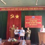Cao su Sa Thầy trao huy hiệu 30 năm tuổi Đảng