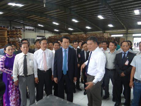Chủ tịch nước Trần Đại Quang tham quan Nhà máy chế biến mủ 27.2, Công ty CPCS Việt-Lào, ngày 14.6.2016