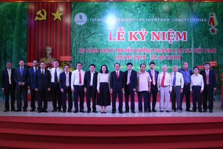 Lãnh đạo các bộ ngành và VRG chụp hình lưu niệm tại buổi lễ