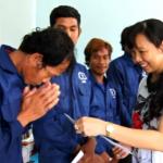 Công đoàn Công ty mẹ VRG trao 30 phần quà cho công nhân
