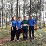 Cao su Bà Rịa: Khen thưởng 12 đoàn viên vượt sản lượng tháng 10