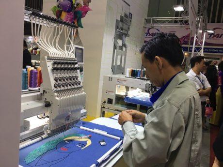 Nhiều máy móc thiết bị công nghệ mới được trưng bày giới thiệu tại triển lãm