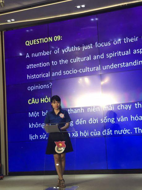 đ/c Bùi Thị Thu Hiền (Đoàn viên Chi đoàn 3, Đoàn Cơ quan VRG, đang công tác tại Hiệp hội Cao su VN) tham dự Chung kết Olympic tiếng Anh Khối DNTW