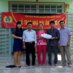 Trường CĐ CN Cao su: Hỗ trợ kinh phí sửa nhàcho đoàn viên