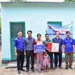 Tặng nhà nhân ái cho công nhân Nông trường Ya Chim
