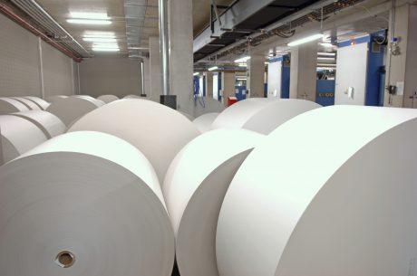 Giá giấy in báo tăng trung bình đến 25% trong năm 2018