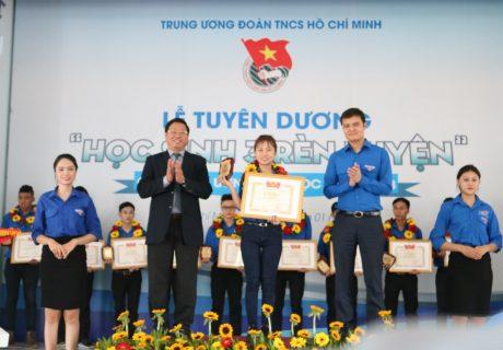 """Em Đoàn Thị Ngọc Anh  được tuyên dương danh hiệu """"Học sinh 3 rèn luyện"""" cấp Trung ương năm học 2017 - 2018"""
