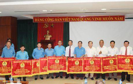 12 đơn vị nhận cờ thi đua xuất sắc của Tổng LĐLĐ VN