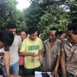 Niềm vui ngày nhận lương của công nhân cao su Việt - Lào