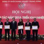 Đảng bộ VRG nhận bằng khen xuất sắc của Đảng ủy khối DNTW