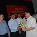 Cao su Mang Yang khen thưởng 52 đảng viên xuất sắc