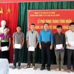 Cao su Lai Châu trao 18 suất quà cho công nhân