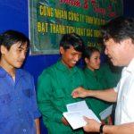 Khen thưởng 11 công nhân Cao su Mang Yang