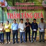 Hội Doanh nhân trẻ VRG tặng quà công nhân khó khăn