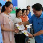 Công đoàn Cao su VN tặng 87 phần quà Tết cho CNLĐ tại Lào
