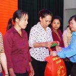 Cao su Đồng Nai: Trao 500 phần quà Tết sum vầy
