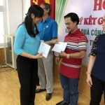 Khối thi đua Công đoàn số 7: Trao quà cho 10 công nhân khó khăn