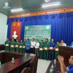Cao su Phước Hòa: Tặng quà 12 công nhân khó khăn