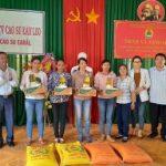 Cao su Ea H'Leo trao 190 suất quà cho người lao động