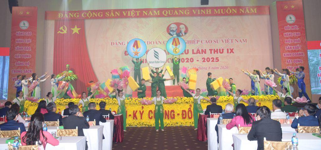 Tiết mục văn nghệ chào mừng đại hội của Công ty TNHH MTV Cao su Phú Riềng