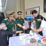 VRG và Quân đoàn 4 tặng quà, khám bệnh miễn phí cho người nghèo