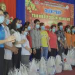 KCN Nam Tân Uyên trao 370 phần quà cho công nhân xa quê